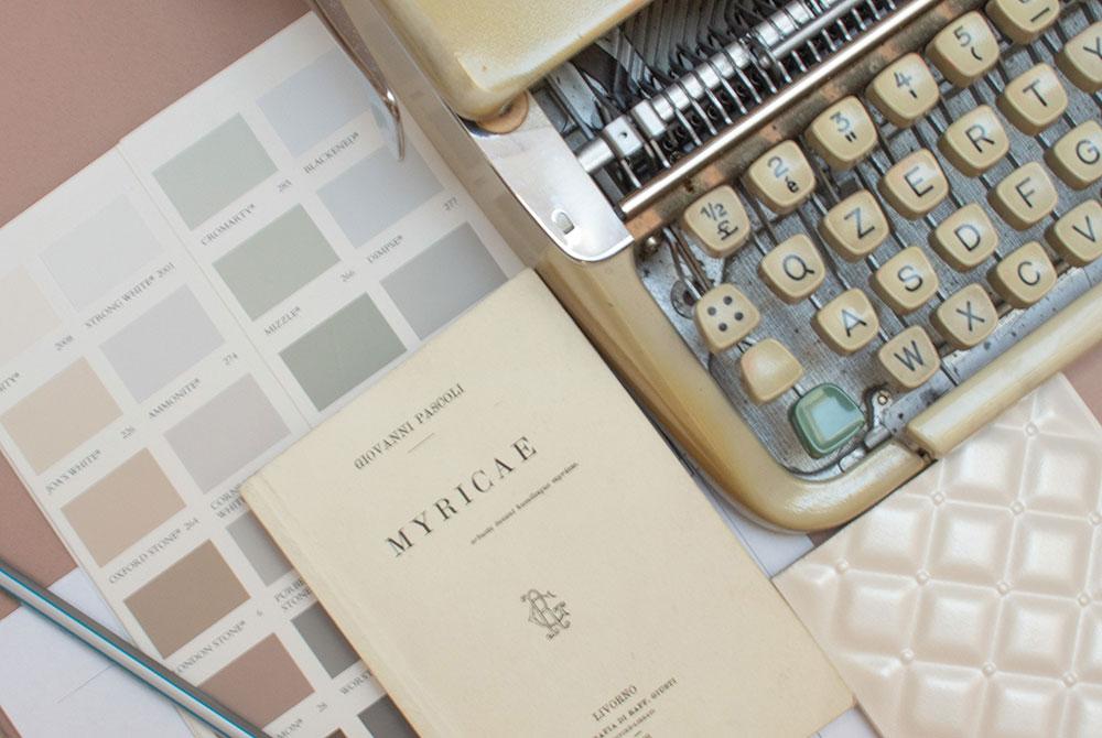 Myricae Home Staging - Macchina Da Scrivere E Libro